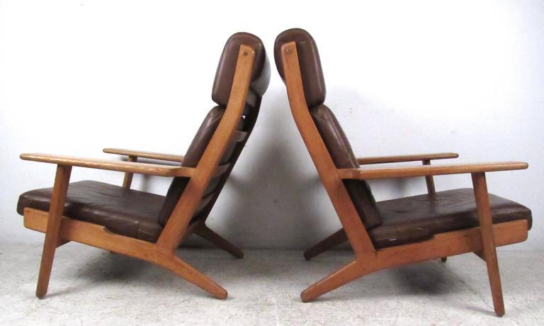 Mid-Century Modern Pair Hans Wegner Highback Lounge Chairs for GETAMA, GE-290 For Sale