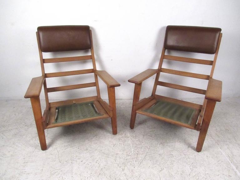 Pair Hans Wegner Highback Lounge Chairs for GETAMA, GE-290 In Good Condition For Sale In Brooklyn, NY