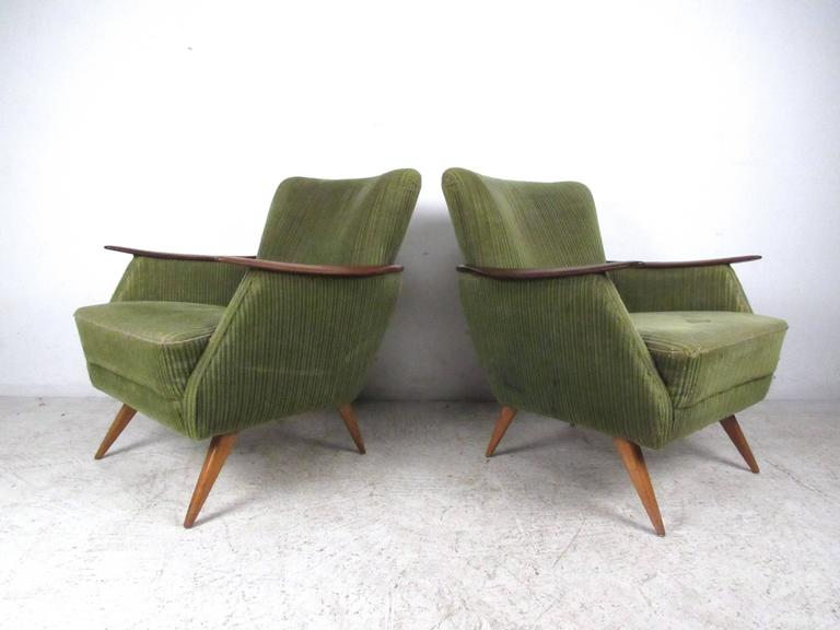 Unique Mid-Century Modern Danish Lounge Chairs In Good Condition For Sale In Brooklyn, NY