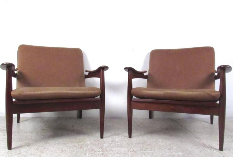 Mid-20th Century Pair of Mid-Century Danish Teak Lounge Chairs in the Style of Ib Kofod-Larsen For Sale