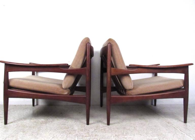 Mid-Century Modern Pair of Mid-Century Danish Teak Lounge Chairs in the Style of Ib Kofod-Larsen For Sale