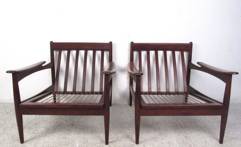 Pair of Mid-Century Danish Teak Lounge Chairs in the Style of Ib Kofod-Larsen For Sale 1