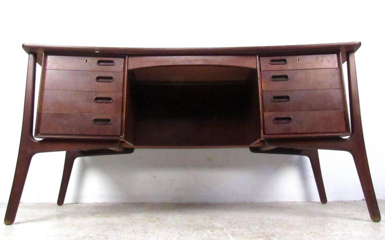 Mid-20th Century Scandinavian Modern Rosewood Desk by Svend Aage Madsen For Sale