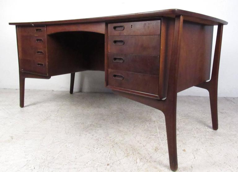 Scandinavian Modern Rosewood Desk by Svend Aage Madsen In Good Condition For Sale In Brooklyn, NY