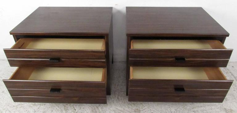 Mid-Century Modern Pair of Rosewood American of Martinsville Nightstands For Sale