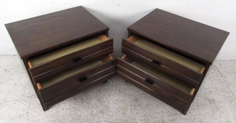 Pair of Rosewood American of Martinsville Nightstands For Sale 1