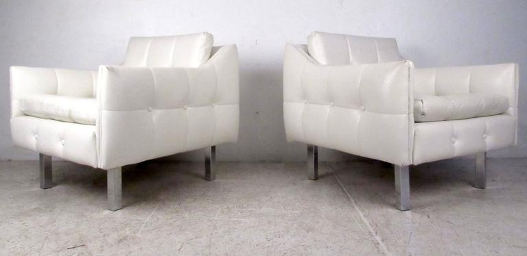 Mid-20th Century Pair Mid-Century Modern Lounge Chairs For Sale