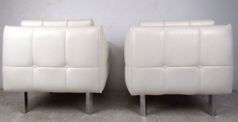 Pair Mid-Century Modern Lounge Chairs For Sale 2