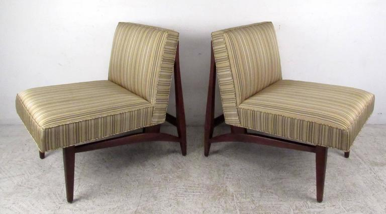Mid-Century Modern Pair of Jens Risom Style Slipper Chairs For Sale