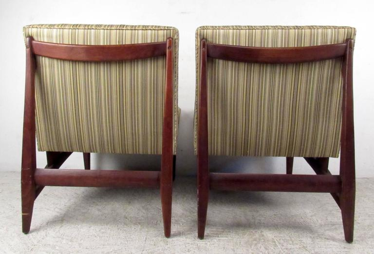 Pair of Jens Risom Style Slipper Chairs In Good Condition For Sale In Brooklyn, NY