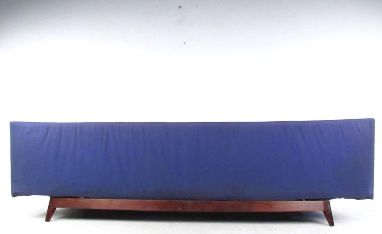 Mid-Century Modern Long Mid-Century Sofa by Jens Risom Manufacturing For Sale