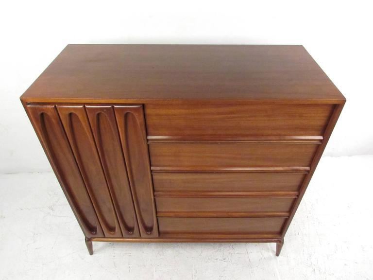 Mid-Century Modern Bedroom Dresser In Good Condition For Sale In Brooklyn, NY