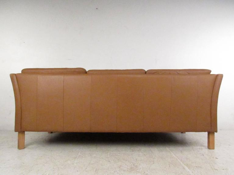 Vintage Danish Modern Leather Sofa In Good Condition For Sale In Brooklyn, NY