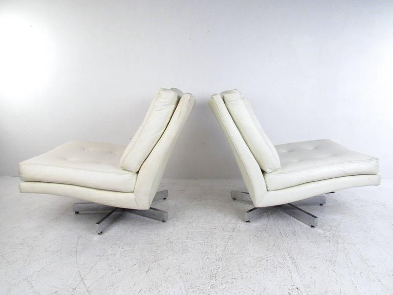 Mid-Century Modern Milo Baughman Swivel Lounge Chairs for Thayer Coggin For Sale