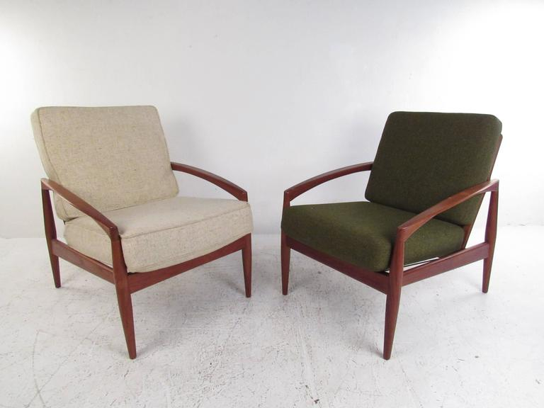 Delicieux This Pair Of Matching Vintage Teak Lounge Chairs Features The Stunning  Mid Century Design Of