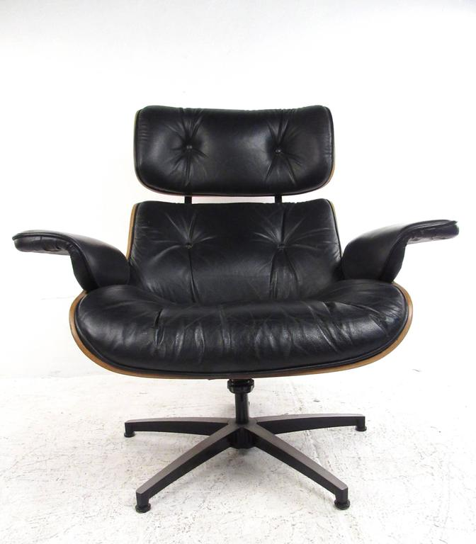 This Herman Miller style lounge chair features Mid-Century style with tufted vinyl upholstery and hardshell frame. Swivel/tilt base adds to the comfort of this plush lounge chair. Please confirm item location (NY or NJ).