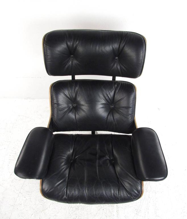 Vintage Modern Eames Style Swivel Lounge Chair In Good Condition For Sale In Brooklyn, NY