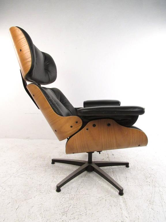 20th Century Vintage Modern Eames Style Swivel Lounge Chair For Sale