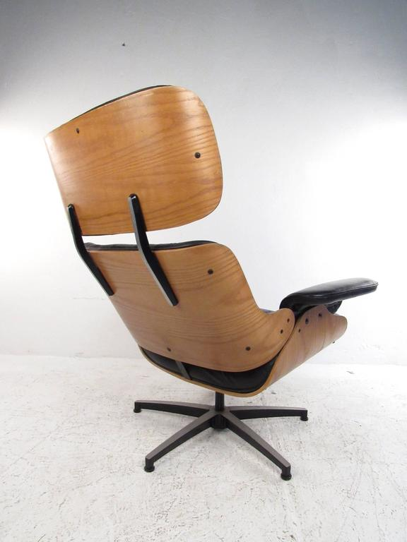 Mid-Century Modern Vintage Modern Eames Style Swivel Lounge Chair For Sale