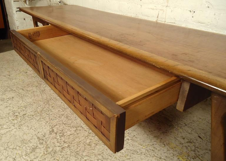 Mid-Century Modern Lane Coffee Table For Sale 3
