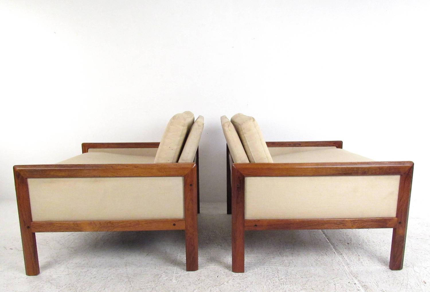 Pair Of Mid Century Modern Rosewood Club Chairs At 1stdibs
