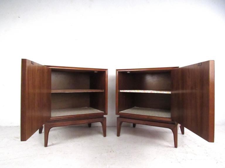 Mid century american walnut nightstands for sale at 1stdibs for Mid century american furniture