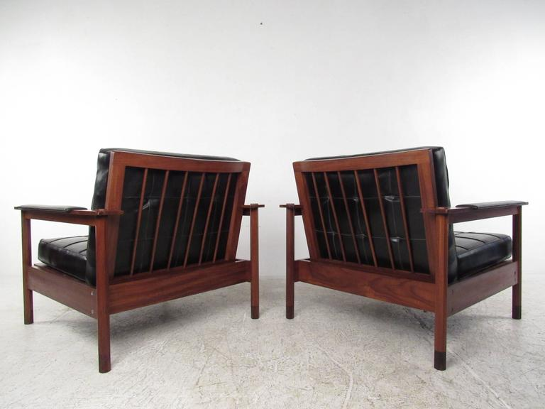 Mid-20th Century Pair of Stylish Mid-Century Modern Lounge Chairs For Sale