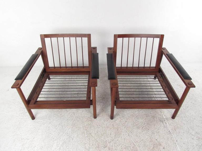 Upholstery Pair of Stylish Mid-Century Modern Lounge Chairs For Sale