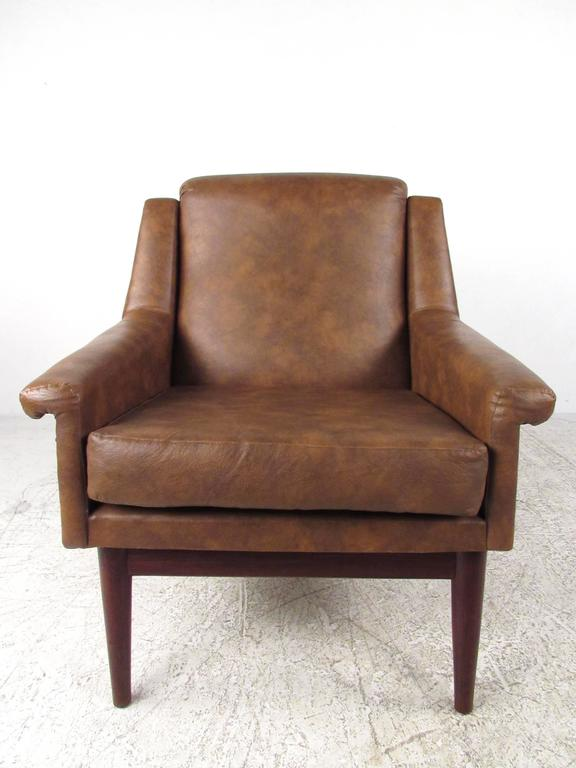 Mid-20th Century Pair Danish Modern Lounge Chairs For Sale
