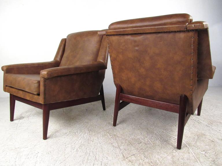 Mid-Century Modern Pair Danish Modern Lounge Chairs For Sale