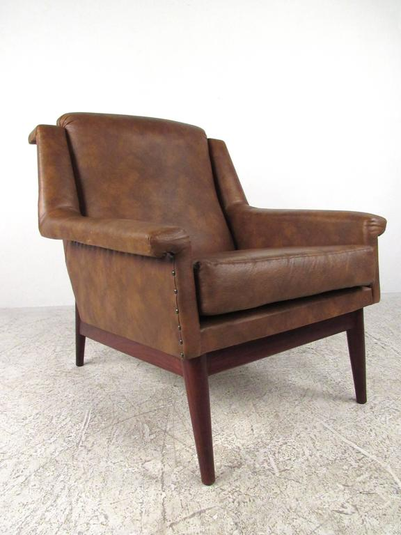 Pair Danish Modern Lounge Chairs In Good Condition For Sale In Brooklyn, NY
