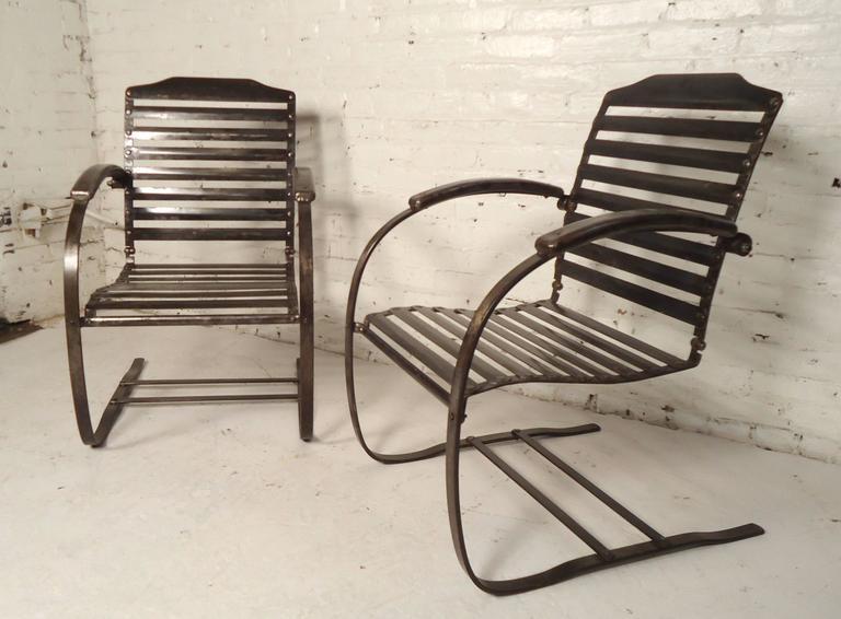 Charmant Pair Of Vintage Metal Spring Chairs