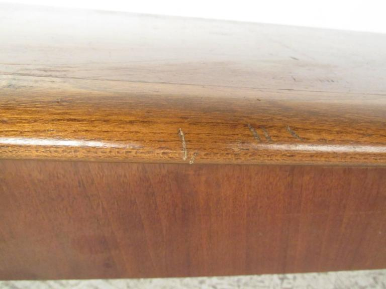 Mid-Century Lane Coffee Table by Warren Church In Good Condition For Sale In Brooklyn, NY