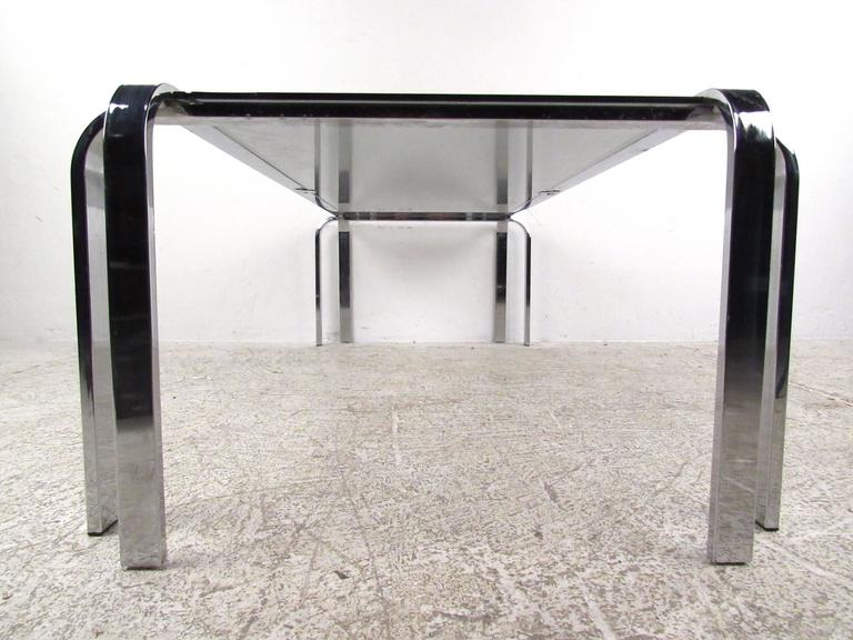 Late 20th Century Stylish Mid-Century Modern Chrome and Glass Cocktail Table For Sale