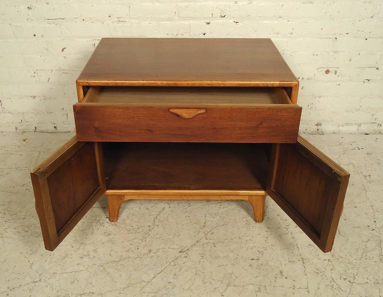 Vintage Modern Nightstand by Lane In Good Condition In Brooklyn, NY