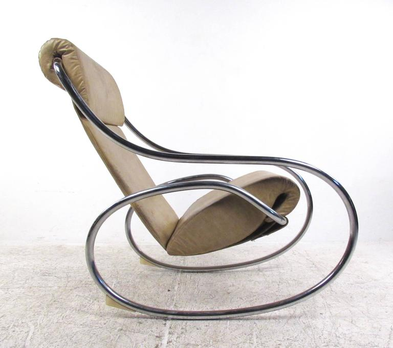 Superieur This Vintage Metal And Vinyl Rocking Chair Features A Stylish Chrome Frame  With Unique Circular Rockers