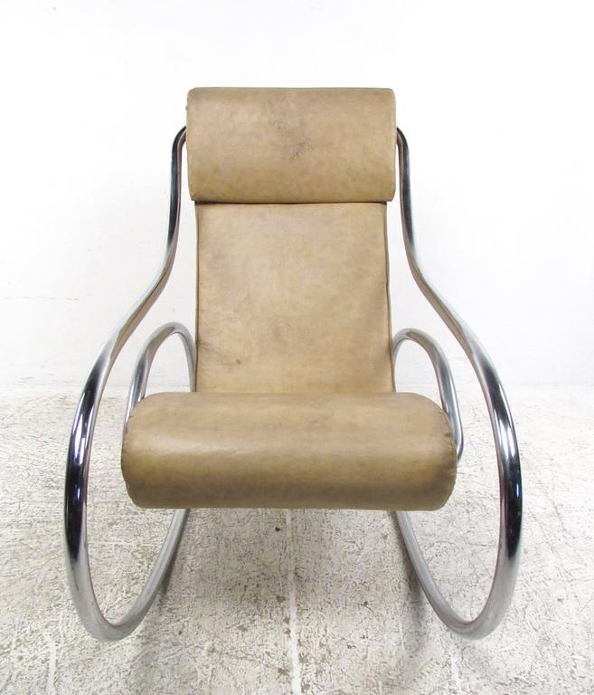 Mid Century Modern Tubular Chrome Rocking Chair In Good Condition For Sale  In Brooklyn,