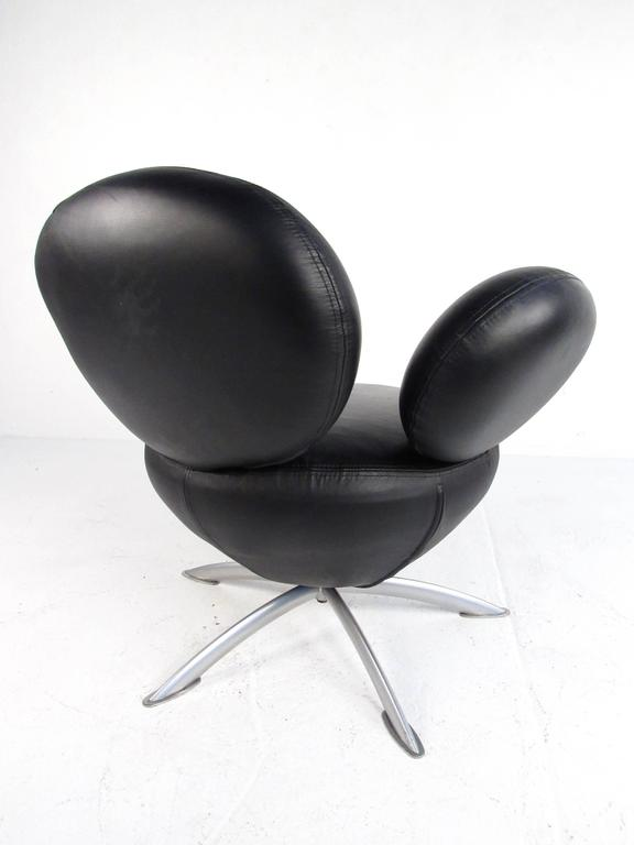 Swivel Lounge Chair With Ottoman after Arne Jacobsen In Good Condition For Sale In Brooklyn, NY