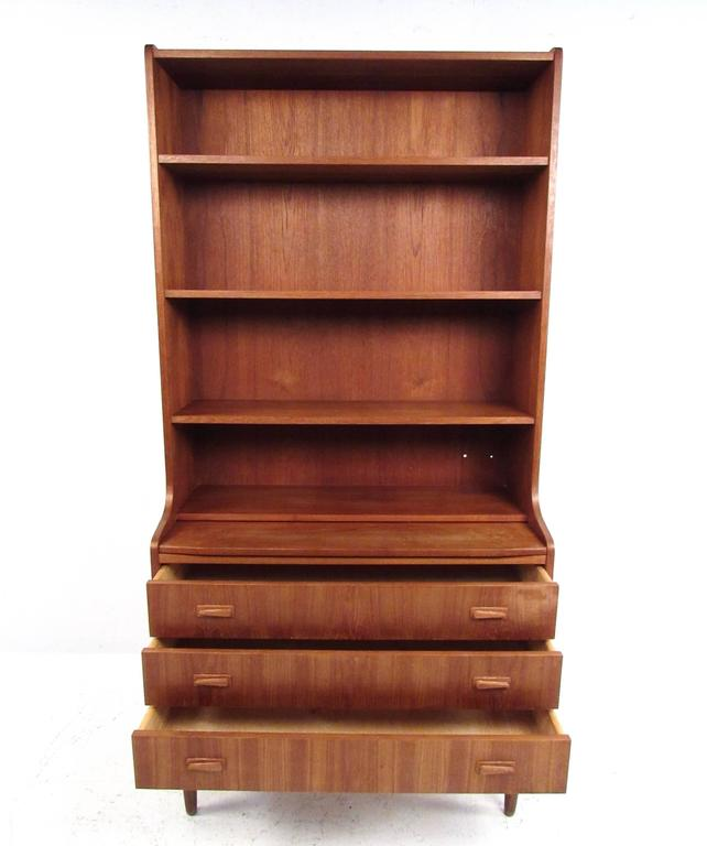 Mid-Century Modern Danish Teak Secretary with Bookshelf In Good Condition For Sale In Brooklyn, NY