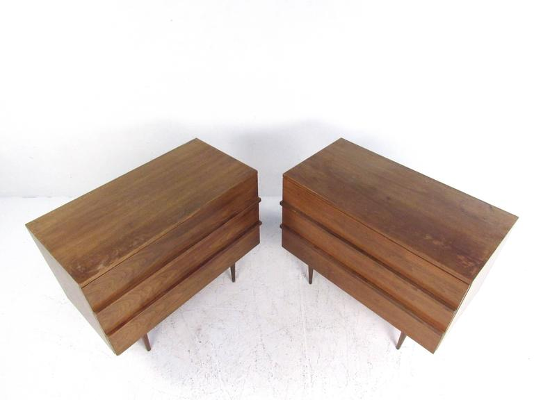 Pair of Mid-Century Modern Three-Drawer Walnut Dressers In Good Condition For Sale In Brooklyn, NY