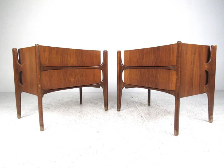 d9dd4a26853c Mid-Century Modern Bedroom Set by William Hinn In Distressed Condition For  Sale In Brooklyn