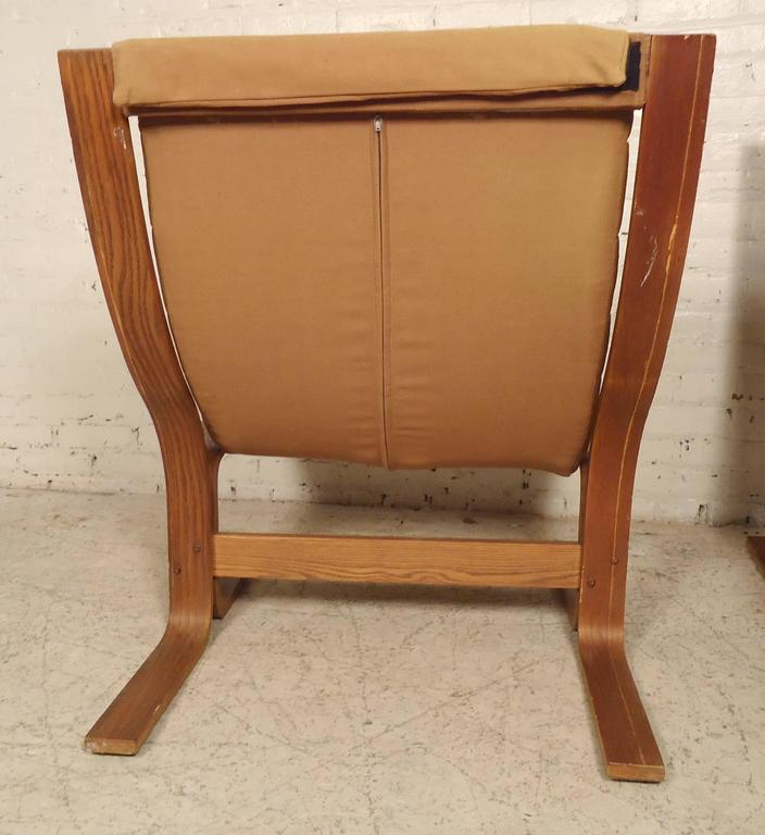 Pair of Mid-Century Modern Bentwood Chairs In Good Condition For Sale In Brooklyn, NY