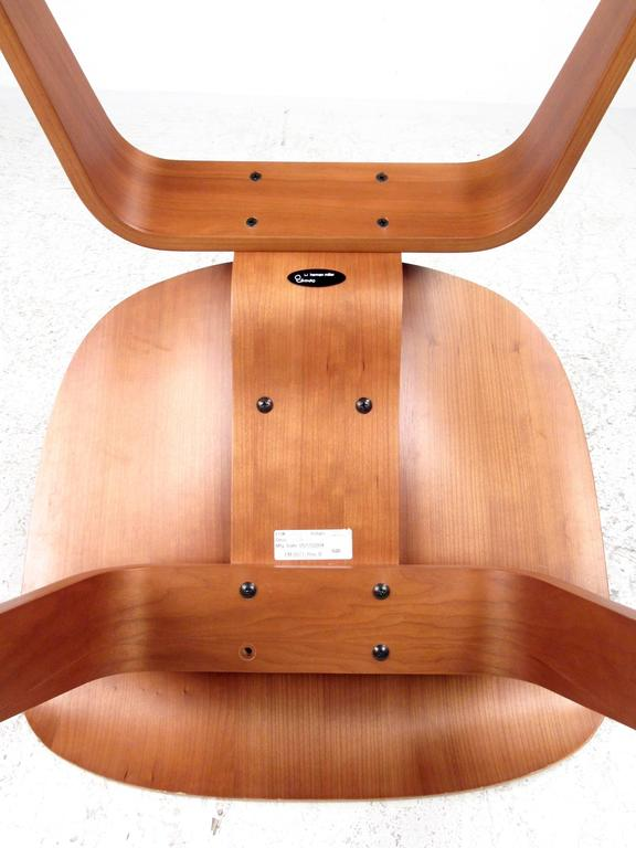 Charles Eames Plywood DCW Side Chair for Herman Miller For Sale 1