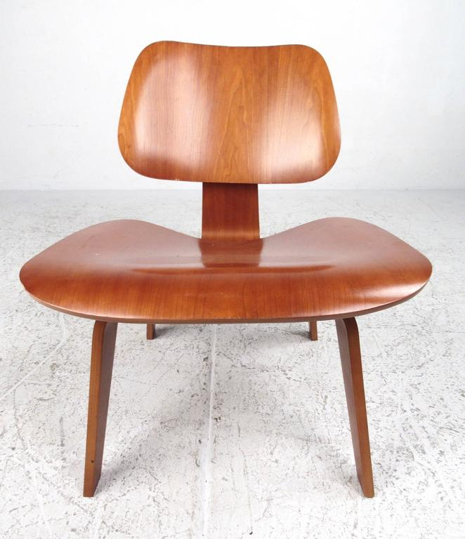 Charles Eames Plywood DCW Side Chair for Herman Miller For Sale at