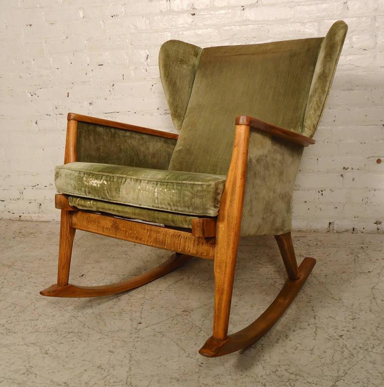 Etonnant This Unique Rocker Designed By Parker Knoll Features A Cushioned Seat,  Light Wood Frame And
