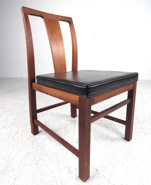 Late 20th Century Set of Six Mid-Century Modern American Walnut Dining Chairs For Sale