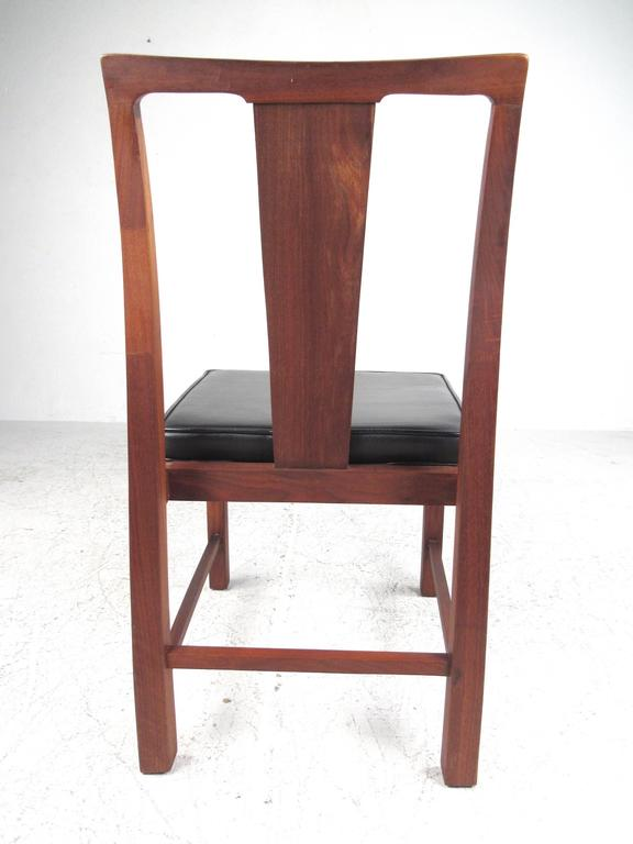 Set of Six Mid-Century Modern American Walnut Dining Chairs For Sale 2