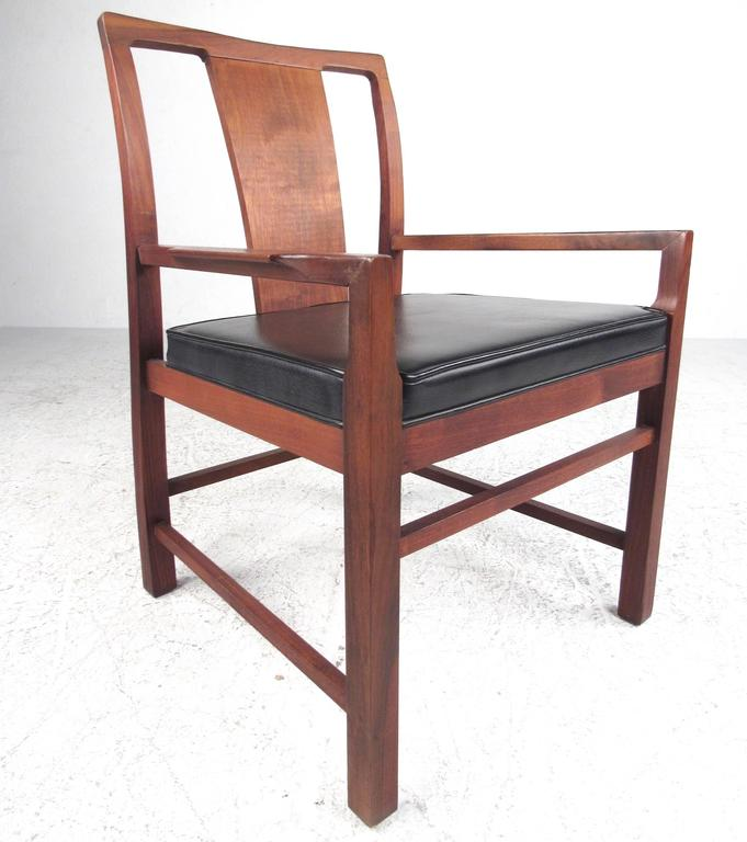 Set of Six Mid-Century Modern American Walnut Dining Chairs In Good Condition For Sale In Brooklyn, NY