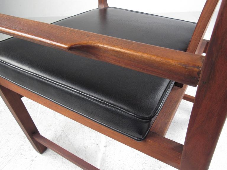 Set of Six Mid-Century Modern American Walnut Dining Chairs For Sale 3