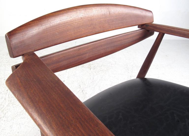 Mid-Century Modern Sculpted Teak Side Chair For Sale 1